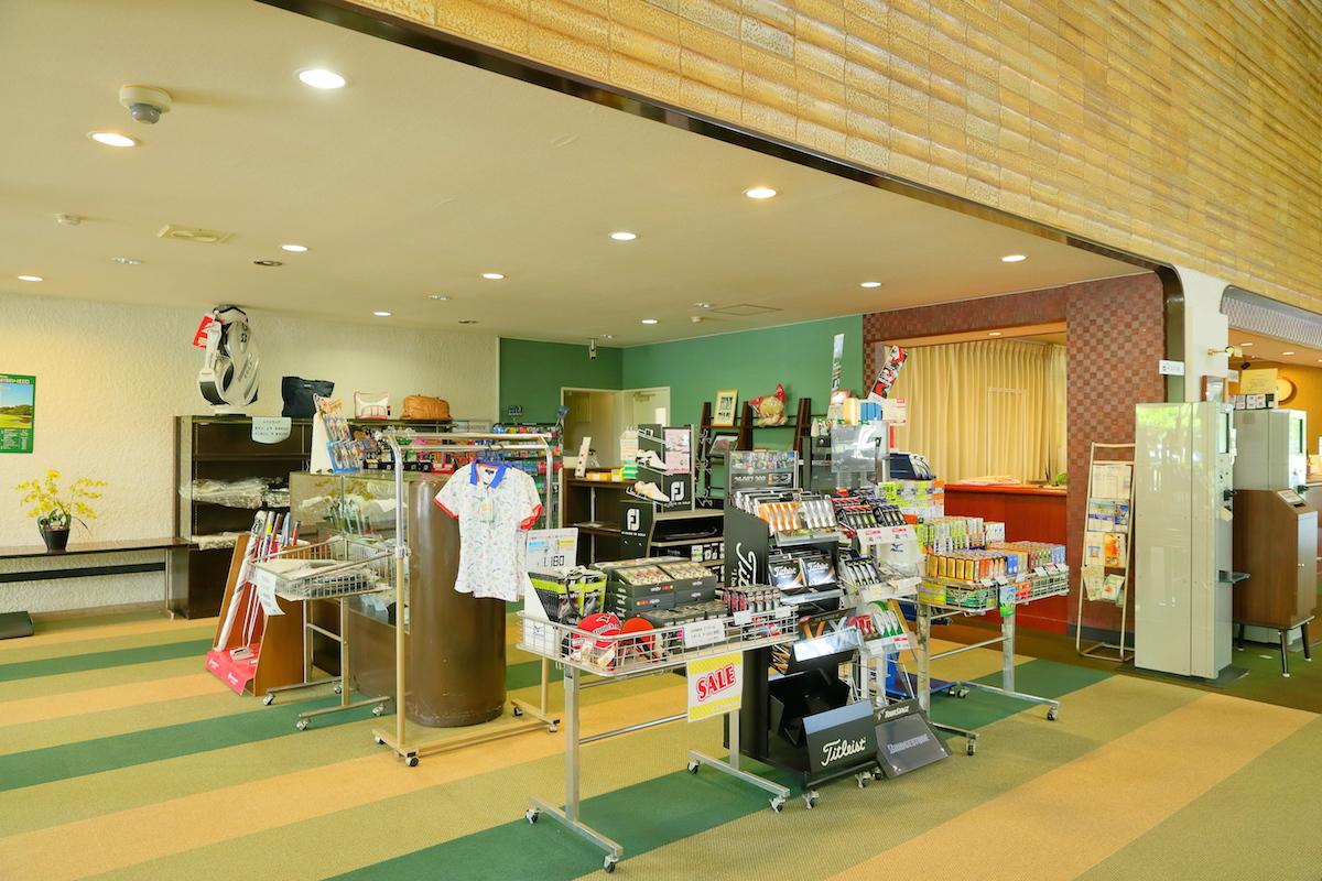 フロント横のプロショップ(販売スペース)